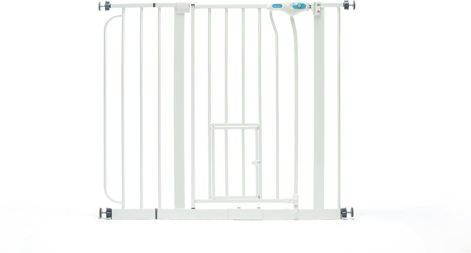 Carlson Pet Products Extra Wide Walk-Thru Gate with Pet Door